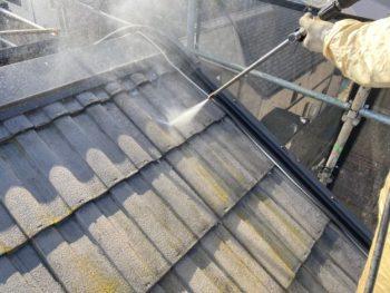 横浜市栄区W様邸屋根塗り替え前高圧洗浄作業