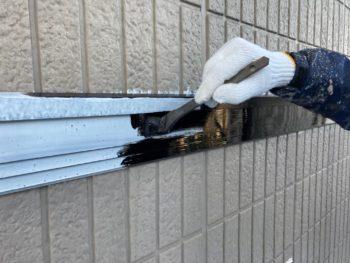 横浜市栄区W様邸幕板塗装上塗り1回目施工中