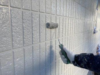 横浜市栄区W様邸外壁塗り替え上塗り2回目施工中