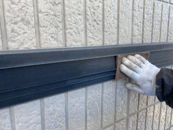 横浜市栄区W様邸幕板塗装前ケレン作業