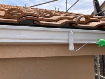横浜市港南区雨樋塗り替え上塗り2回目施工中