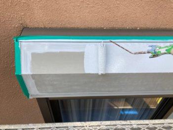 横浜市港南区O様邸シャッターボックス塗り替え錆止め塗装中