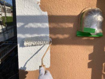 横浜市港南区O様邸パーフェクトセラミックトップG外壁塗装下塗り施工中