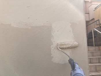 横浜市港南区O様邸擁壁塗り替え上塗り2回目