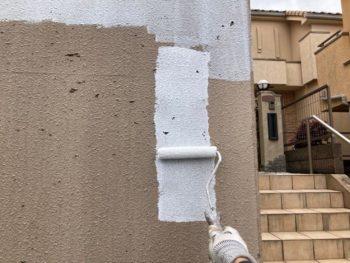 横浜市港南区O様邸擁壁塗り替え下塗り