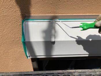 横浜市港南区O様邸シャッターボックス塗り替え上塗り2回目施工中