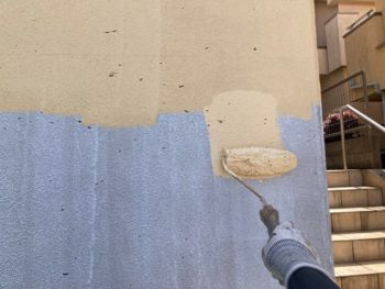 横浜市港南区O様邸擁壁塗り替え上塗り1回目