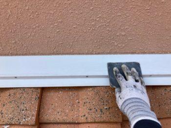横浜市港南区O様邸壁際板金塗装前ケレン作業