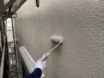 横浜市旭区K様邸外壁上塗り1回目塗装中