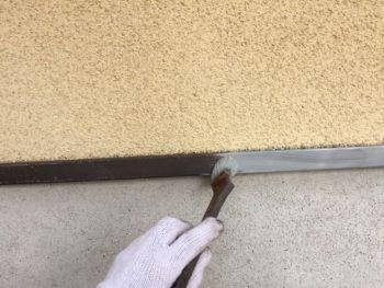 横浜市泉区W様邸水切り錆止め塗装中