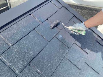 横浜市保土ヶ谷区H様邸屋根塗り替え上塗り2回目施工中