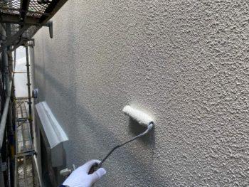 横浜市旭区K様邸外壁UVカットクリヤー塗装中