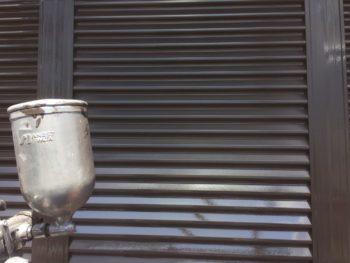 横浜市泉区W様邸雨戸塗り替え上塗り2回目施工中