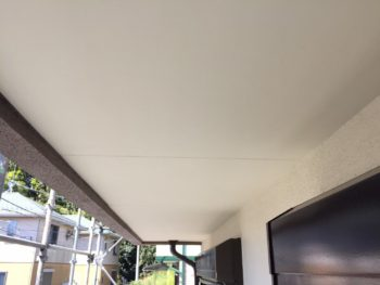 横浜市泉区W様邸軒天塗装完了画像