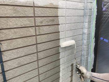 横浜市保土ヶ谷区H様邸外壁塗り替え下塗り施工中