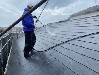 横浜市旭区K様邸屋根塗装前高圧洗浄作業