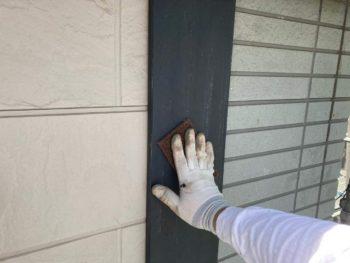 横浜市保土ヶ谷区H様邸化粧モール塗り替え前ケレン作業