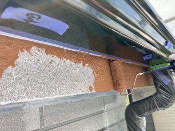 横浜市保土ヶ谷区H様邸破風塗装上塗り1回目施工中