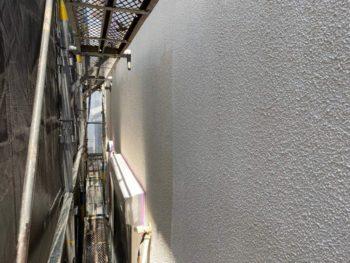 横浜市旭区K様邸ダイヤモンドコート外壁塗装下塗り施工中画像