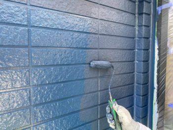 横浜市保土ヶ谷区H様邸外壁塗り替え上塗り2回目施工中
