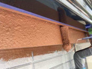 横浜市保土ヶ谷区H様邸破風塗装上塗り2回目施工中