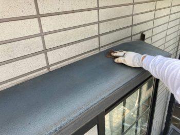 横浜市保土ヶ谷区H様邸出窓天端塗装前ケレン作業