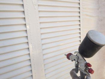 横浜市港南区M様邸雨戸上塗り2回目塗装中
