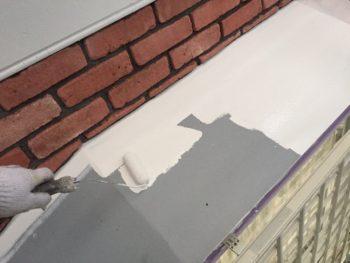 横浜市港南区M様邸霧除け庇塗装上塗り1回目