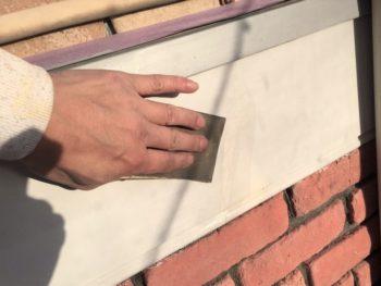 横浜市港南区M様邸幕板塗り替え前ケレン作業