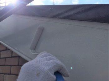 横浜市港南区M様邸破風塗装上塗り2回目施工中