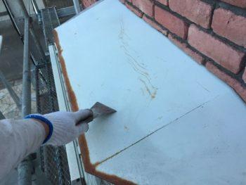 横浜市港南区M様邸霧除け庇塗装前ケレン作業